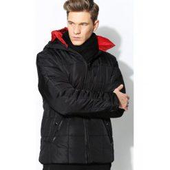 Czarna Kurtka Reddnes. Czarne kurtki męskie pikowane marki Born2be, l, z aplikacjami, z dresówki. Za 94,99 zł.