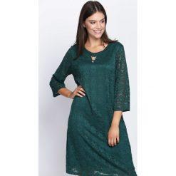 Ciemnozielona Sukienka Street Dancer. Zielone sukienki Born2be, na jesień, street, midi. Za 49,99 zł.