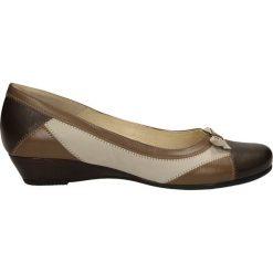 CZÓŁENKA BUT S U105-G47-0. Brązowe buty ślubne damskie Casu, na koturnie. Za 189,99 zł.