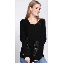 Czarny Sweter Fantasma. Czarne swetry klasyczne damskie Born2be, m, z okrągłym kołnierzem. Za 74,99 zł.
