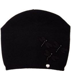 Czarna czapka z akrylowymi ważkami QUIOSQUE. Czarne czapki zimowe damskie QUIOSQUE, na zimę, z dzianiny. Za 79,99 zł.