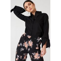 NA-KD Koszula z wiązanymi mankietami - Black. Czarne koszule wiązane damskie NA-KD. Za 121,95 zł.
