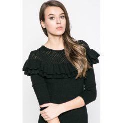 Answear - Sukienka. Czarne sukienki dzianinowe marki ANSWEAR, na co dzień, l, casualowe, z okrągłym kołnierzem, mini, dopasowane. W wyprzedaży za 99,90 zł.