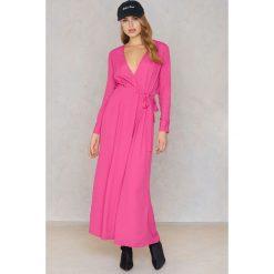 NA-KD Boho Sukienka maxi z długim rękawem - Pink. Niebieskie długie sukienki marki NA-KD Boho, na imprezę, w koronkowe wzory, z koronki, boho, na ramiączkach. Za 80,95 zł.
