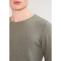 Swetry klasyczne męskie: Selected Homme SHNACID  Sweter dusty olive