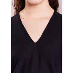 DRYKORN SILJA Sweter black. Czarne swetry klasyczne damskie DRYKORN, m, z bawełny. W wyprzedaży za 382,85 zł.