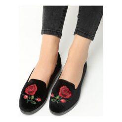 Czarne Lordsy Roses. Czarne lordsy damskie marki Born2be, z materiału. Za 29,99 zł.