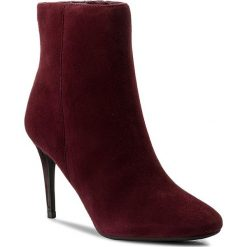 Botki GUESS - Binty FLBIN3 SUE10 BURGU. Czerwone buty zimowe damskie Guess, z materiału. W wyprzedaży za 399,00 zł.