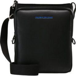 Calvin Klein Jeans SMOOTH REPORTER Torba na ramię black. Czarne torby na ramię męskie Calvin Klein Jeans, z jeansu, na ramię, małe. Za 379,00 zł.