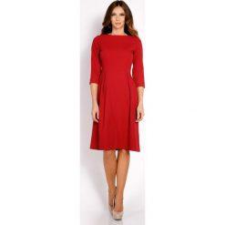 Bordo Sukienka Rozkloszowana z Rękawem 3/4. Czerwone sukienki koktajlowe marki Molly.pl, do pracy, l, z tkaniny, z dekoltem na plecach, midi, dopasowane. Za 129,00 zł.