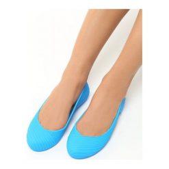 Niebieskie Baleriny Gina. Niebieskie baleriny damskie Born2be, w prążki, z kauczuku, na płaskiej podeszwie. Za 39,99 zł.