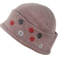 Czapka damska Pani na włościach beżowa. Brązowe czapki zimowe damskie Art of Polo. Za 47,34 zł.