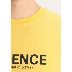Wood Wood PERRY Tshirt z nadrukiem yellow. Żółte koszulki polo marki ATORKA, xs, z elastanu. Za 229,00 zł.