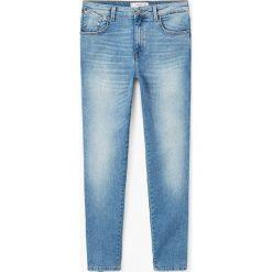 Mango - Jeansy Uptown2. Niebieskie rurki damskie marki Mango. W wyprzedaży za 99,90 zł.