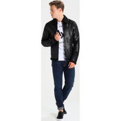 Armani Exchange Kurtka ze skóry ekologicznej black. Czarne kurtki męskie Armani Exchange, xl, z materiału. W wyprzedaży za 823,20 zł.