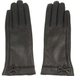 Rękawiczki Damskie WITTCHEN - 39-6-530-1-S Czarny. Czarne rękawiczki damskie Wittchen, ze skóry. W wyprzedaży za 139,00 zł.