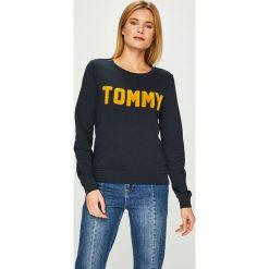 Tommy Hilfiger - Bluza. Szare bluzy damskie TOMMY HILFIGER, l, z aplikacjami, z bawełny. Za 449,90 zł.