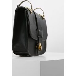 Torebki i plecaki damskie: Cortefiel BANDOLERA MILITAR Torba na ramię black