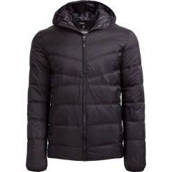 Kurtka puchowa męska  KUM600 - CZARNY MATOWY - Outhorn. Czarne kurtki męskie przejściowe marki Outhorn, na lato, z bawełny. W wyprzedaży za 139,99 zł.