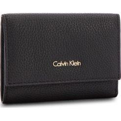 Portfele damskie: Mały Portfel Damski CALVIN KLEIN BLACK LABEL - Cosmopolitan Medium K60K603912 001
