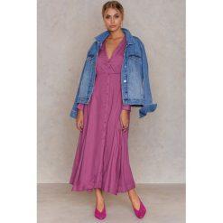 Długie sukienki: NA-KD Boho Sukienka maxi zapinana na guziki - Pink
