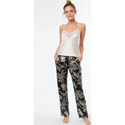 Etam - Spodnie piżamowe Kamyla. Białe piżamy damskie marki MEDICINE, z bawełny. W wyprzedaży za 79,90 zł.