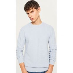 Sweter z dzianiny o strukturalnym splocie - Niebieski. Białe swetry klasyczne męskie marki Reserved, l, z dzianiny. Za 119,99 zł.