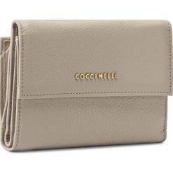 Duży Portfel Damski COCCINELLE - AW5 Metallic Soft E2 AW5 11 66 01 Seashell 143. Czarne portfele damskie marki Coccinelle. W wyprzedaży za 419,00 zł.