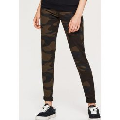 Materiałowe spodnie HIGH WAIST - Khaki. Brązowe spodnie z wysokim stanem marki Cropp, z materiału. Za 79,99 zł.