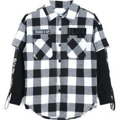 Czarno-Biała Koszula Each Year. Białe koszule chłopięce Born2be. Za 44,99 zł.