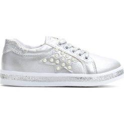 Srebrne Buty Sportowe Uncouple. Szare buty sportowe dziewczęce Born2be, z materiału, z okrągłym noskiem, na zamek. Za 49,99 zł.