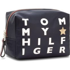 Kosmetyczka TOMMY HILFIGER - Poppy Wash Bag Logo Print AW0AW05189 904. Niebieskie kosmetyczki męskie TOMMY HILFIGER, z materiału. W wyprzedaży za 139,00 zł.