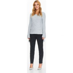 Swetry klasyczne damskie: SWETER Z BARDZO PRZYJEMNEJ DZIANINY Z WIĄZANIAMI NA RĘKAWACH