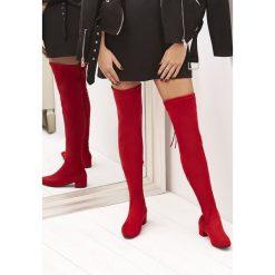 Czerwone Kozaki Genial. Czerwone buty zimowe damskie vices, z materiału, z okrągłym noskiem, na obcasie. Za 159,99 zł.