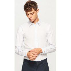 Prążkowana koszula regular fit - Niebieski. Niebieskie koszule męskie marki Reserved, l. W wyprzedaży za 49,99 zł.