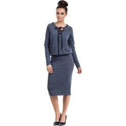 Granatowa Sukienka Midi ze Sznurowaniem przy Dekolcie. Niebieskie sukienki na komunię Molly.pl, na co dzień, l, w jednolite wzory, z bawełny, ze sznurowanym dekoltem, z długim rękawem, midi, dopasowane. Za 135,90 zł.