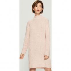 Dzianinowa sukienka oversize - Różowy. Różowe sukienki dzianinowe marki numoco, l, z dekoltem w łódkę, oversize. Za 99,99 zł.