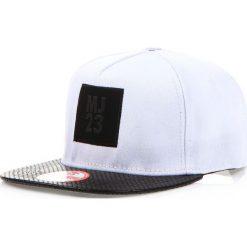 Czapka męska snapback biała (hx0169). Białe czapki z daszkiem męskie marki Dstreet, z aplikacjami, ze skóry ekologicznej, eleganckie. Za 69,99 zł.