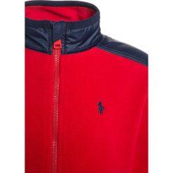 Polo Ralph Lauren HYBRID OUTERWEAR Kurtka z polaru old glory red. Czerwone kurtki chłopięce marki Reserved, z kapturem. W wyprzedaży za 213,85 zł.