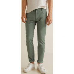 Mango Man - Spodnie Pisa3. Szare rurki męskie marki Mango Man, z bawełny. W wyprzedaży za 99,90 zł.