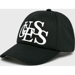 Guess Jeans - Czapka. Czarne czapki z daszkiem damskie Guess Jeans, z aplikacjami, z bawełny. Za 189,90 zł.