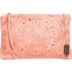 Torebki klasyczne damskie: Skórzana torebka w kolorze jasnoróżowym – 32 x 20 x 1 cm