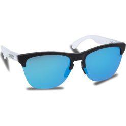 Okulary przeciwsłoneczne OAKLEY - Frogskins Lite OO9374-0263 Matte Black/Matte Clear/Prizm Sapphire Iridium. Szare okulary przeciwsłoneczne damskie lenonki marki ORAO. W wyprzedaży za 449,00 zł.