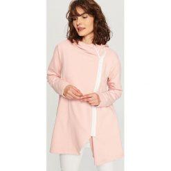 Bluzy rozpinane damskie: Długa bluza z kapturem - Różowy