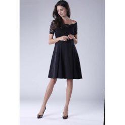 Czarna Wyjściowa Sukienka Hiszpanka z Koronką. Szare sukienki balowe marki Molly.pl, l, w koronkowe wzory, z koronki, z dekoltem typu hiszpanka, z krótkim rękawem, midi, dopasowane. W wyprzedaży za 139,41 zł.