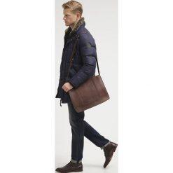 Pier One Torba na ramię brown. Brązowe torby na ramię męskie marki Pier One. W wyprzedaży za 255,20 zł.