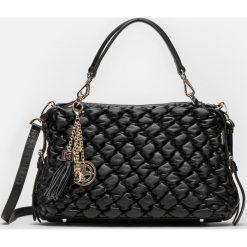 Czarna torebka damska. Czarne torebki klasyczne damskie marki Kazar, w paski, ze skóry, pikowane. Za 1099,00 zł.