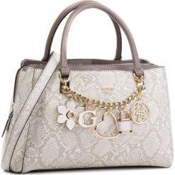 Torebka GUESS - HWPG69 96060 NPY. Szare torebki klasyczne damskie Guess, z aplikacjami, ze skóry ekologicznej. Za 679,00 zł.