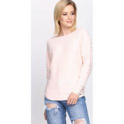 Jasnoróżówy Sweter Right Me. Szare swetry klasyczne damskie Born2be, l, z dekoltem w łódkę. Za 69,99 zł.