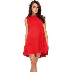 Czerwona Wyjściowa Trapezowa Sukienka z Falbanką. Czerwone sukienki asymetryczne Molly.pl, na co dzień, l, eleganckie, z asymetrycznym kołnierzem, bez rękawów, mini. Za 168,90 zł.
